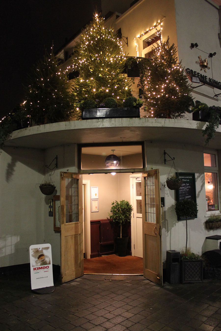 crown-anchor-eastbourne-entrance-christmas-2015