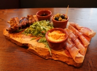 Crown & Anchor Eastbourne Pub Food -  Mediterranean Sharing Platter